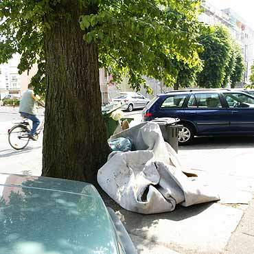 Śmieci w centrum miasta