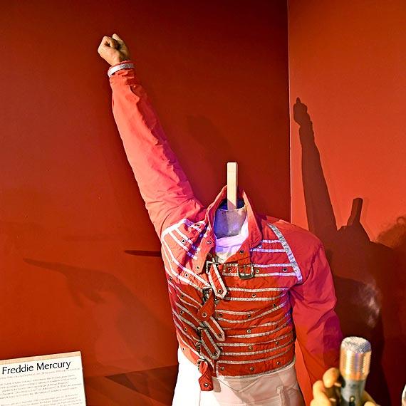 Stracił głowę dla swoich wielbicieli. Zuchwała kradzież głowy Freddiego Mercury z Gabinetu Figur Woskowych w Miedzyzdrojach. Zobacz film!