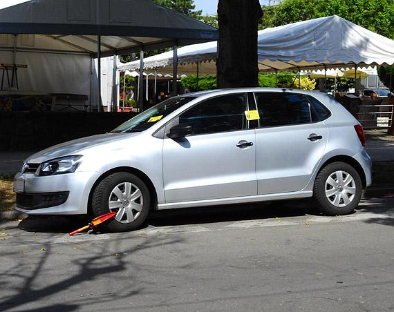Pojawiły się karne naklejki na samochodach od Straży Miejskiej!