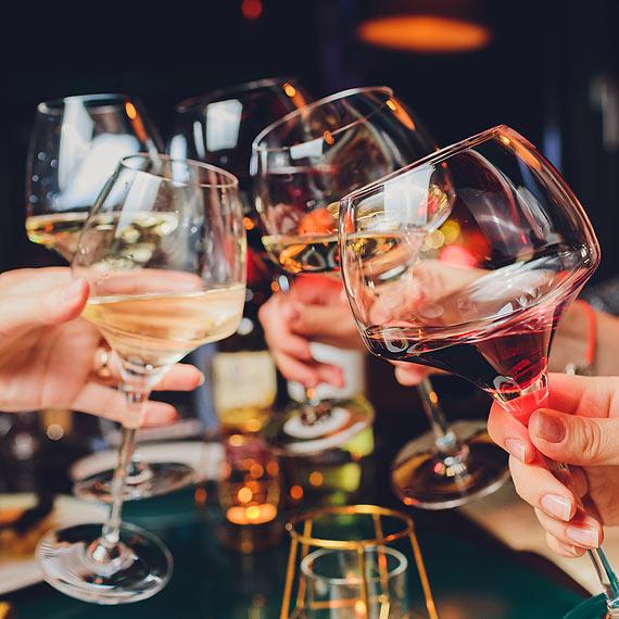 Klienci nie mogą przyjść do nich na drinka, a koncesje na sprzedaż alkoholu płacić trzeba. Przedsiębiorcy mówią dość i piszą do prezydenta Janusza Żmurkiewicza