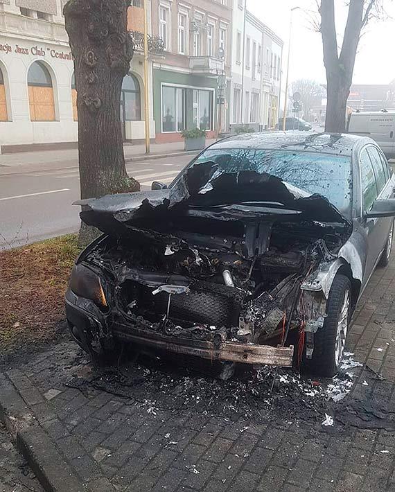 Podpalacz zaatakował w centrum miasta. Za cel obrał sobie BMW