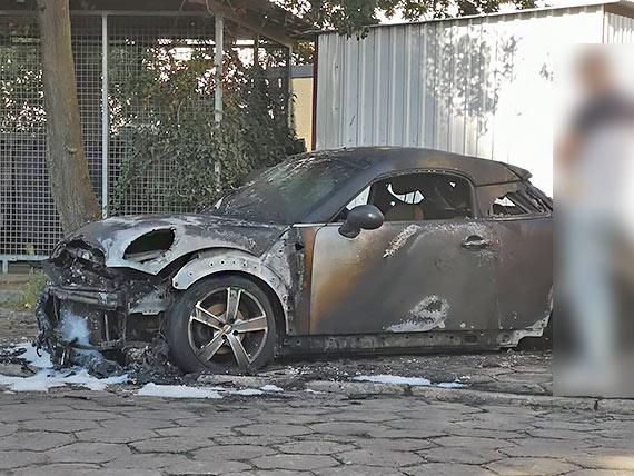 W środku nocy samochód osobowy płonął jak pochodnia! Doszło do podpalenia?
